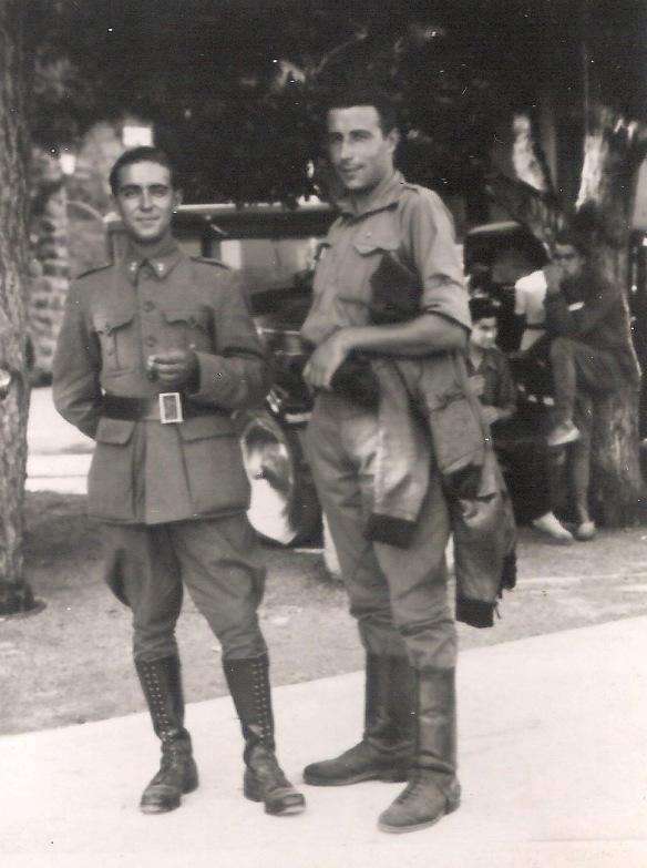 El soldat nacional Jeroni Parera Rosell (el més alt) va morir en combat el 2 de setembre de 1938 a Bot (Terra Alta). En aquesta foto tenia 28 anys , era solter i pesava 78'5 quilos. L'altre protagonista de la imatge era un company seu anomenat Josep Mauri Vilageliu. Cliqueu a sobre i s'ampliarà. FOTO DE L'ANY 1938 CEDIDA PER ROSA MARIA PARERA BOSCH