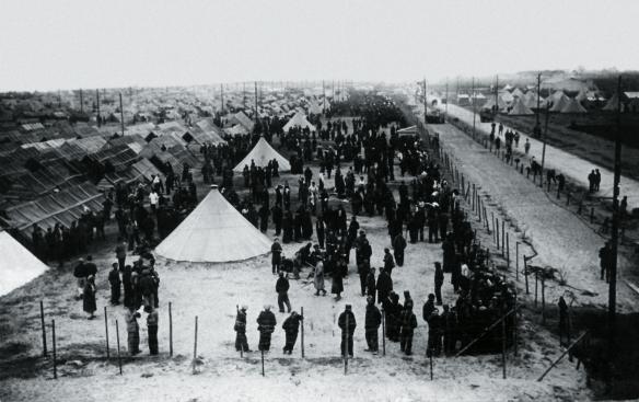 Vista general del camp d'internament de Sainty Cyprien, on van ser confinats molts veïns de Sant Sadurní. Cliqueu a sobre i s'ampliarà. FOTO DEL FONS DE L'AUTOR