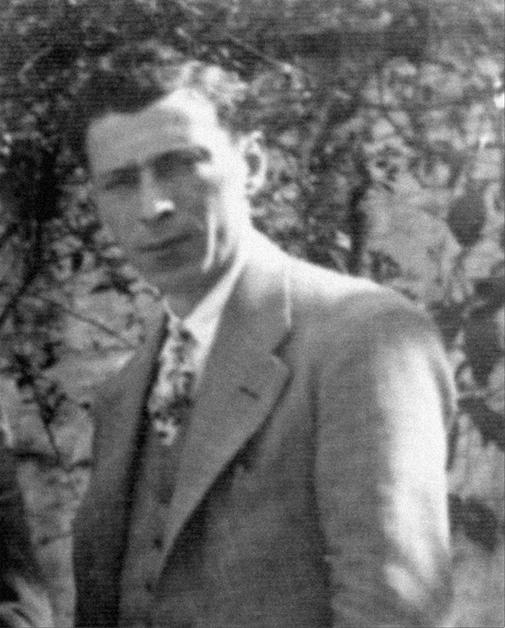 Antoni Lloret Miquel (1901 – 1949) va ser regidor republicà i va col.laborar amb el Comitè de Milícies Antifeixistes. La foto correspòn a la primera meitat de la dècada dels trenta. FOTO DEL FONS DE L'AUTOR