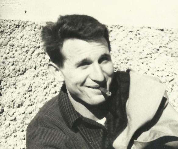 Joan Castellví Esteve ( 1944 – 1995) de cal Menut del carrer de l'Església, fuster de professió, va ser un dels joves que es va comprometre políticament a finals de la dècada dels seixanta. Freqüentava la Llar parroquial amb assiduïtat. No es perdia una reunió sindical clandestina i cap de les manifestacions no autoritzades a Barcelona. Anava molt a la seva i no s'afilià mai a cap partit ni sindicat. Va morir el 1995. Cliqueu a sobre i s'ampliarà. FOTO DE JOAN ANTON FEIXAS, DEL FONS DE L'AUTOR